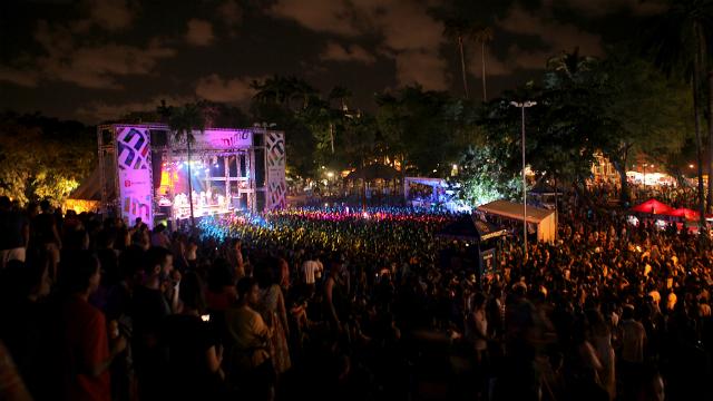 Praça do Carmo recebe grande fluxo de pessoas durante o Mimo. Foto: Beto Figueiroa/Divulgação