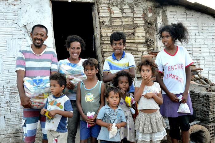 Família de Buíque assistida pela Legião da Boa Vontade em Pernambuco. Foto: LBV/Divulgação (Família de Buíque assistida pela Legião da Boa Vontade em Pernambuco. Foto: LBV/Divulgação)