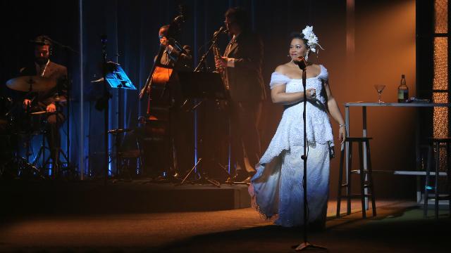 A atriz Lilian Valeska encarna uma das maiores cantoras e compositoras mais importantes para o jazz. Foto: Cláudia Ribeiro/Divulgação