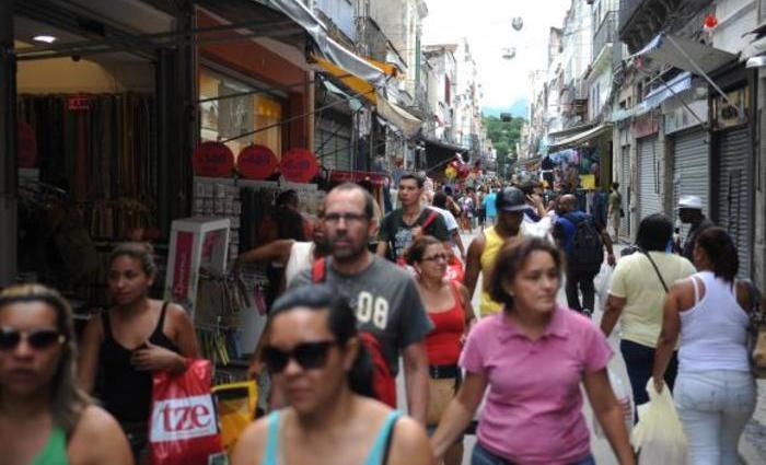 As áreas com maior crescimento foram artigos farmacêuticos, médicos, ortopédicos e de perfumaria. Foto: Agência Brasil