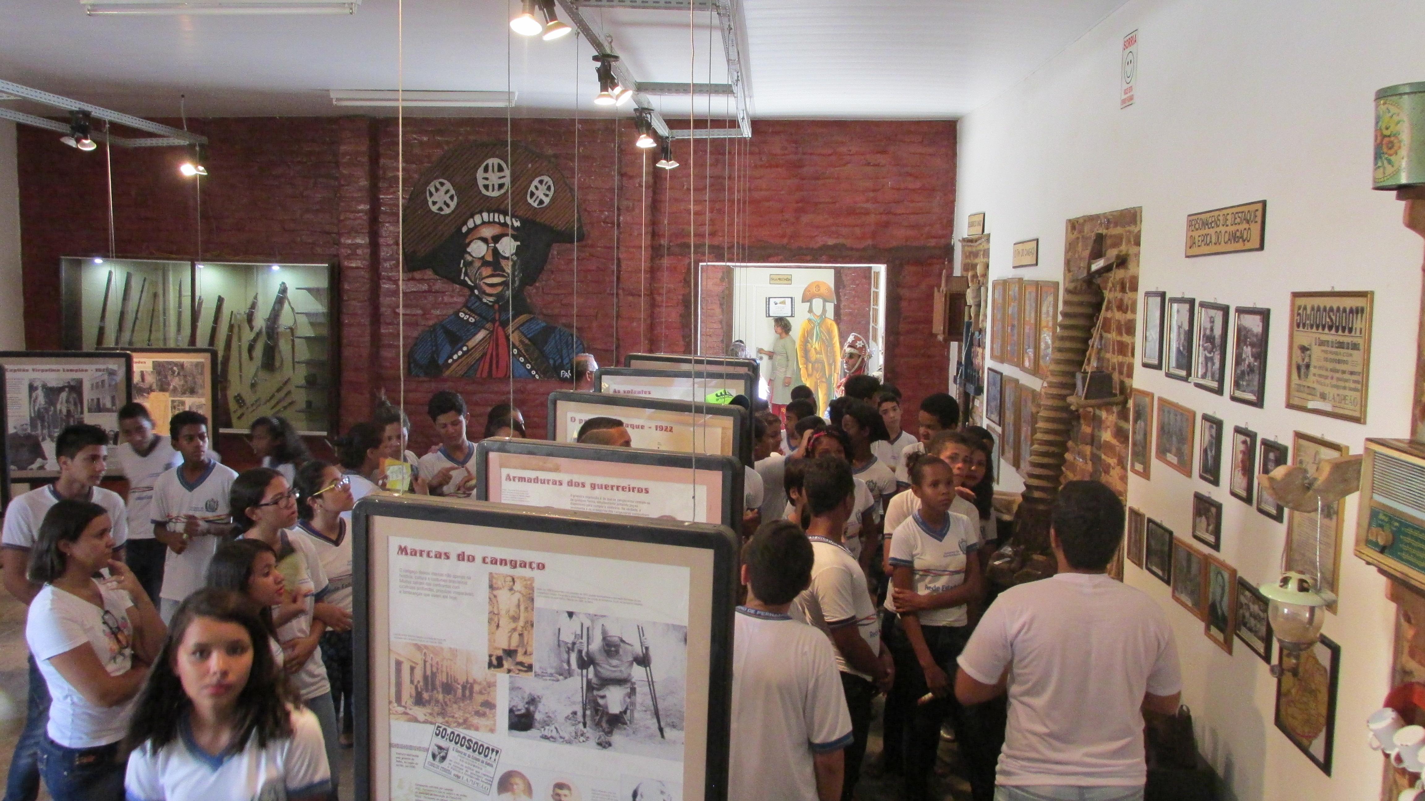 Estudantes de Serra Talhada participam de encerramento do Projeto Passeando pela História - Museu do Cangaço. Foto: Divulgação