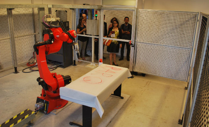Robô industrial pode ser usado nas aulas. Foto: Divulgação