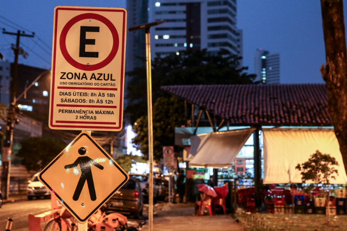Recife já tem mais de três mil vagas Zona Azul espalhadas pelas áreas públicas da cidade. Foto: Marcos Pastich/PCR/Divulgação (Recife já tem mais de três mil vagas Zona Azul espalhadas pelas áreas públicas da cidade. Foto: Marcos Pastich/PCR/Divulgação)