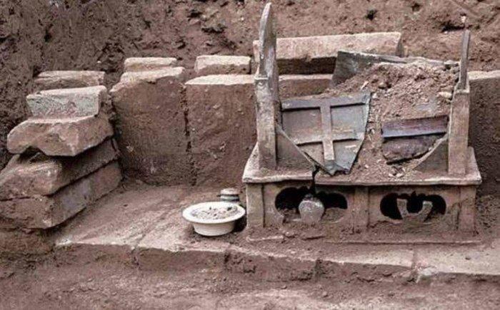 Restos humanos encontrados em urna na China seriam de Buda. Inscrição encontrada datam o objeto em 22 de junho de 1013 - Divulgação/Chinese Cultural Relics