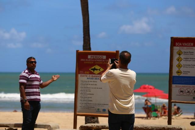 As placas dispostas na orla são um atrativo para turistas. Foto: Peu Ricardo/DP.