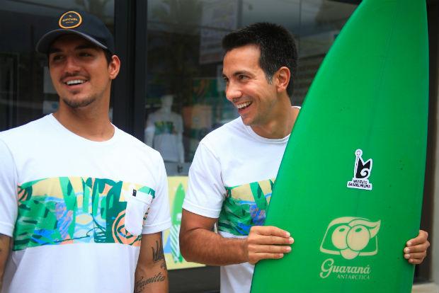 As camisetas foram incrementadas com estampas exclusiva em cores tropicais. Foto: Guaraná Antarctica e RipCurl/Divulgação