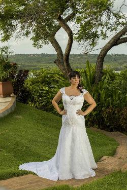Uma das opções para economizar é optar por vestidos  que já foram utilizados. Foto: Fenoivas/Divulgação