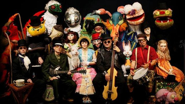 O espetáculo Alice live, da Giramundo com a Banda Pato Fu, de Minas Gerais, abrirá a programação no Teatro de Santa Isabel, às 21h. Giramundo/Divulgação