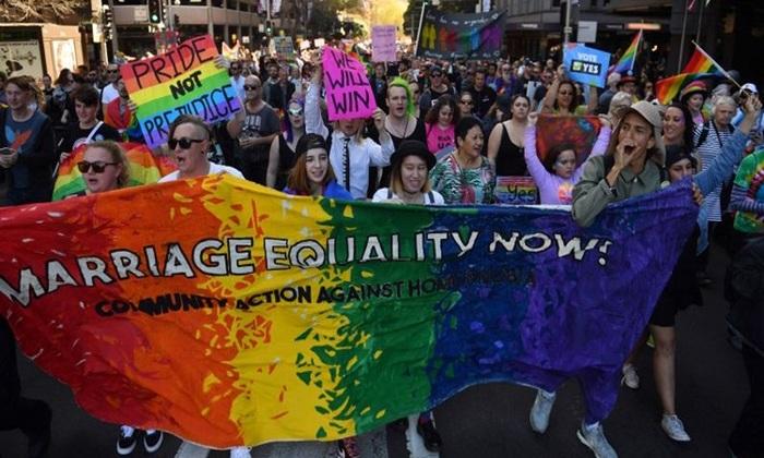 Foto tirada em 10 de setembro de 2017 mostra manifestantes em protesto a favor do casamento entre o mesmo sexo, em Sydney. Foto: Daniel de Carteret/AFP