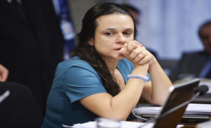 Professora na instituição desde 2003, ela concorreu com três docentes para duas vagas de titularidade, e foi a última colocada