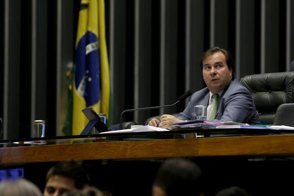 O presidente da Câmara, Rodrigo Maia, diz que a Casa pode analisar em fevereiro de 2018 novo projeto contra tráfico de armas e drogas. Foto: Wilson Dias/Agência Brasil