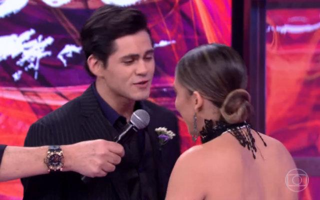 Depois de se recompor da surpresa, o casal apresentou uma coreografia de tango e se classificou para a etapa final da competição. Foto: Globo/Reprodução