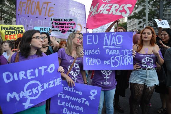 Mulheres protestam contra PEC 181 que pode criminalizar o aborto, na Avenida Paulista. Foto: Rovena Rosa/Agência Brasil