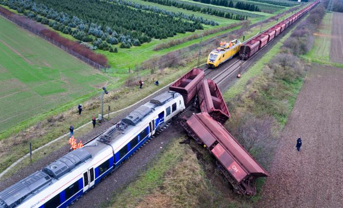 Colisão de um trem de passageiros com um de carga. Foto: Arnulf.Stoffel/dpa /AFP