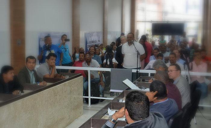 No Legislativo ipojucano, bancadas de vereadores são de mármore. Só no ano passado, a Câmara gastou R$ 38 milhões. Foto/divulgação