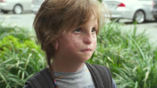Filme conta a história de Auggie (Jacob Tremblay), menino que nasceu com uma deformidade facial. Foto: Lionsgate Films/Divulgação