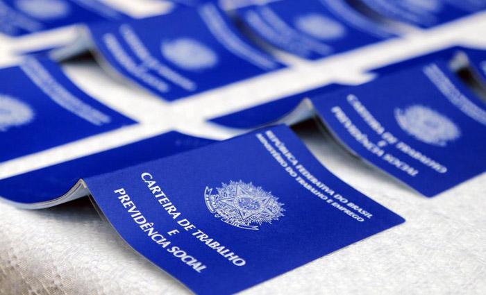 Resultado de imagem para Na contramão do país, Pernambuco fecha menos 4 mil vagas
