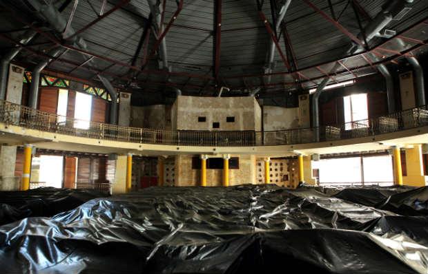 Teatro do Parque em setembro deste ano, durante visita ao equipamento cultural feito por artistas e pelo vereador Ivan Moraes (PSOL). Crédito: Beto Figueiroa/Divulgação/Gabinete do Vereador Ivan Moraes