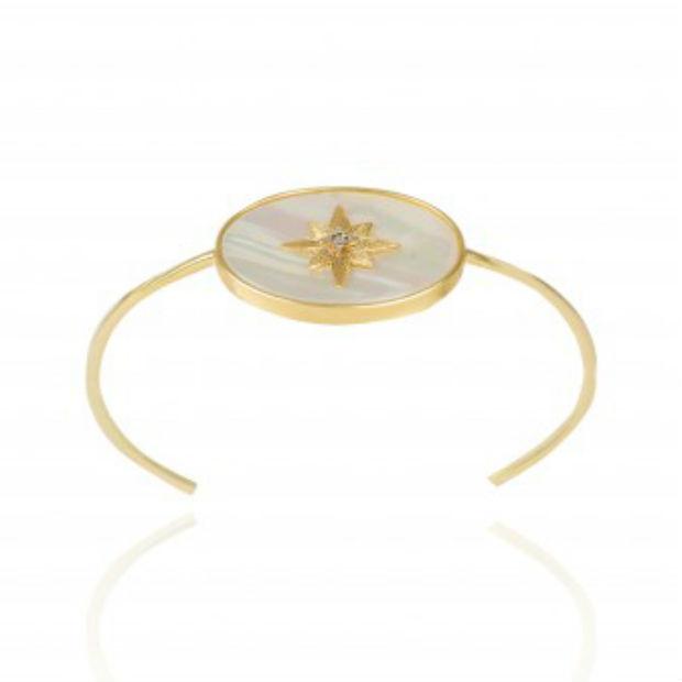 Pulseira em ouro amarelo 18K, madrepérola e diamante da Cis Joias. Preço sugerido: R$ 4.195. Foto: Cis Joias/Divulgação