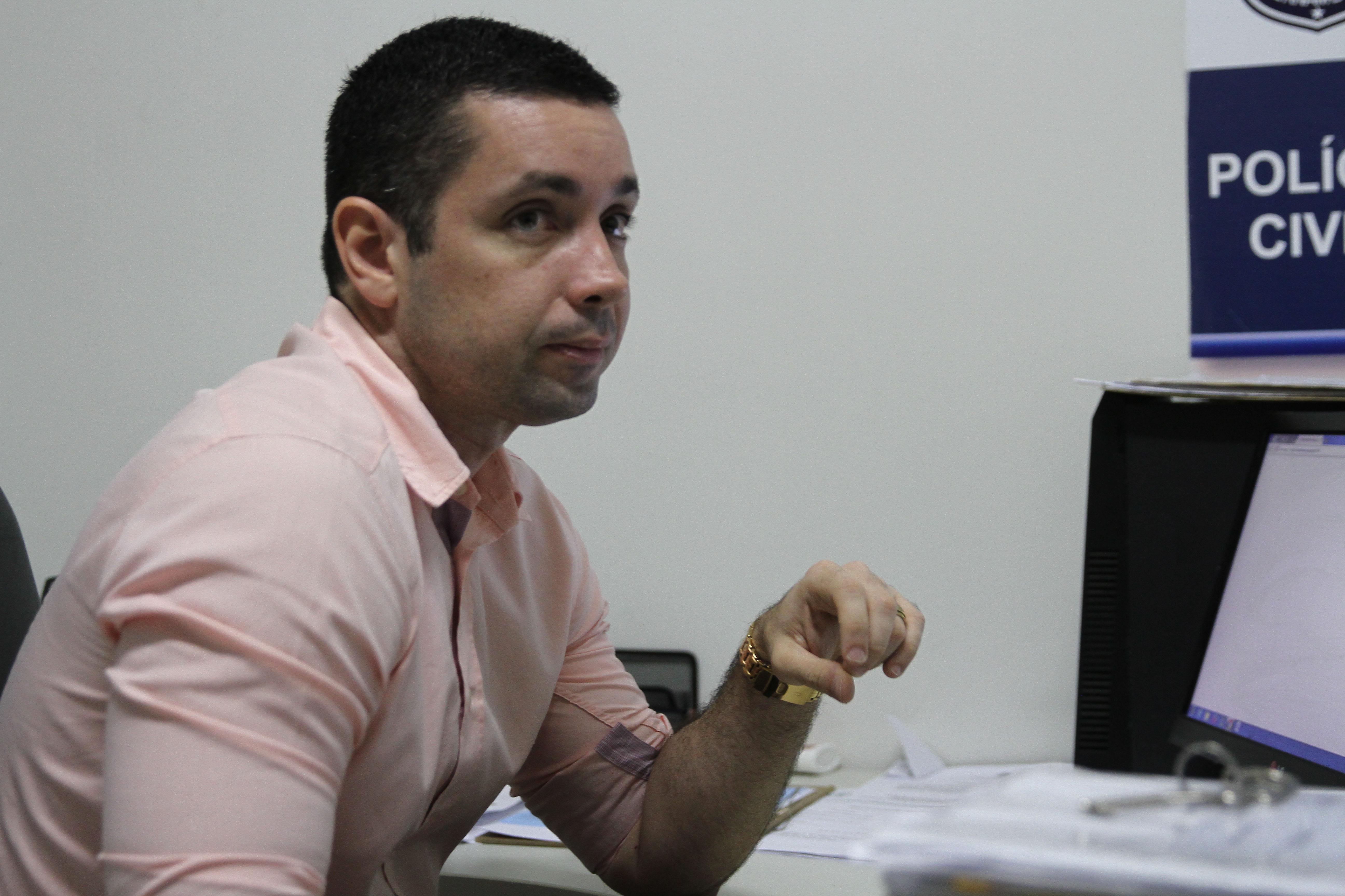 O delegado Carlos Couto investiga o caso. Foto: Julio Jacobina/DP (O delegado Carlos Couto investiga o caso. Foto: Julio Jacobina/DP)