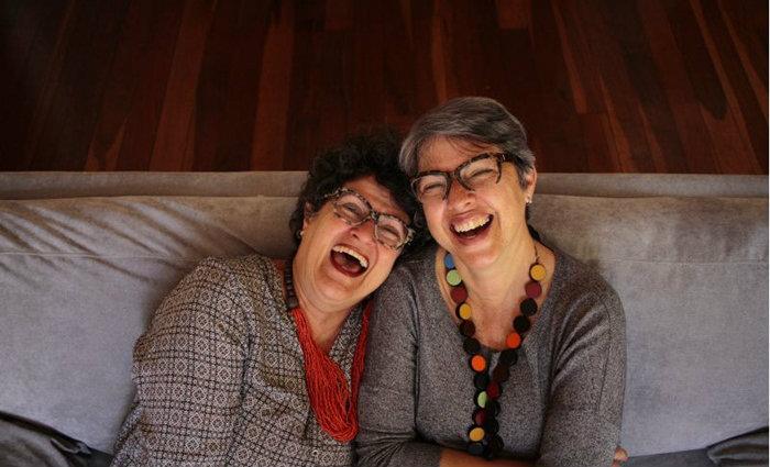 Thusnelda Frick (E), 63, e Patrícia Fernandes, 53 anos, estão juntas a 11 anos. Para elas, assumir a orientação sexual foi natural. Foto: Ana Rayssa/Esp CB
