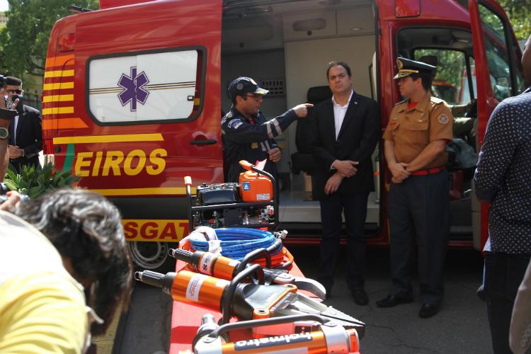 O Governador Paulo Câmara afirma que o investimento de R$ 6 milhões é uma resposta à demanda na ampliação da frota de veículos do estado. Foto: Julio Jacobina/DP