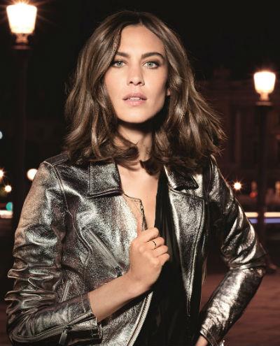 Recentemente, a L'Oréal Professionnel fez uma parceria com Alexa Chung e esteve nos bastidores para o lançamento de sua primeira marca de roupas, ALEXACHUNG. Foto: L'Oréal Professionnel/Divulgação