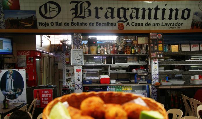 Fundado em 1991, é um dos chamarizes gastronômicos do local, com destaque para o famoso bolinho de bacalhau (R$ 3,50 a unidade). Foto: Peu Ricardo/DP