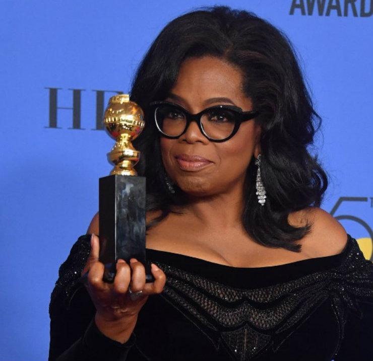 """""""Eu quero todas as garotas assistindo aqui, agora, saibam que um novo dia está no horizonte"""", disse Oprah Winfrey num dos discursos mais aclamados da noite, após ser homenageada no palco. Foto: AFP/Divulgação"""