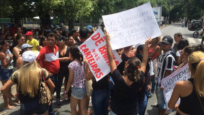 Os manifestantes protestaram na Rua Gervásio Pires. Foto: Manuela Cavalcanti/Esp. DP