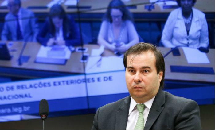 Rebaixamento pode ajudar aprovação da reforma da Previdência — Maia