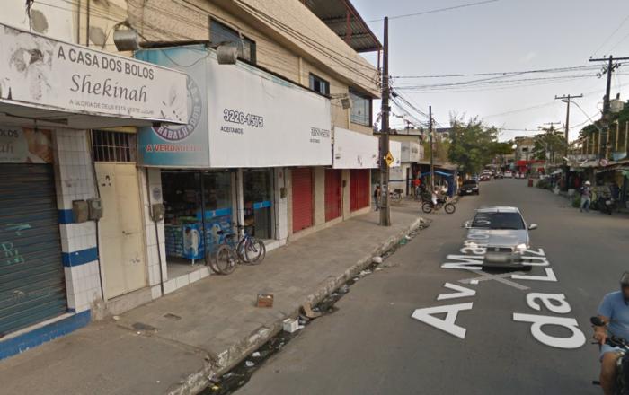 Disparos atingiram o vigilante e duas pessoas que passavam na rua. Foto: Google Stret View/Reprodução