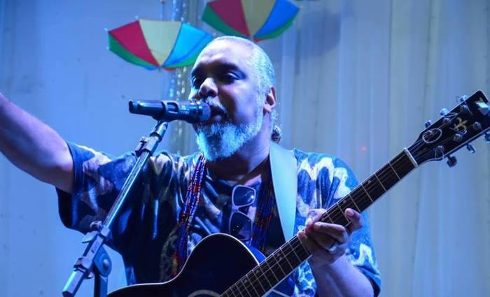 O cantor Marron Brasileiro será uma das atrações principais da festa. Foto: Fernando Azevedo/Divulgação