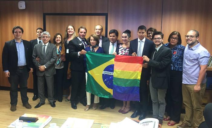 No local estavam três representantes LGBT do Brasil: Eliseu Neto, da Aliança Nacional LGBTI e PPS Diversidade, Tony Reis, da Aliança Nacional LGBTI e a militante pernambucana Maria do Céu. Foto: Maria do Céu/Reprodução (Foto: Maria do Céu/Reprodução)