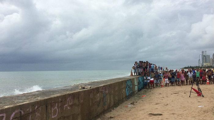 Equipes de resgate estão no local. Foto: Manuela Cavalcanti/DP