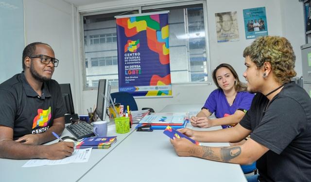 Antes de dar entrada no processo, é preciso agendar uma entrevista com um psicólogo. Foto: Fernando Portto/Divulgação