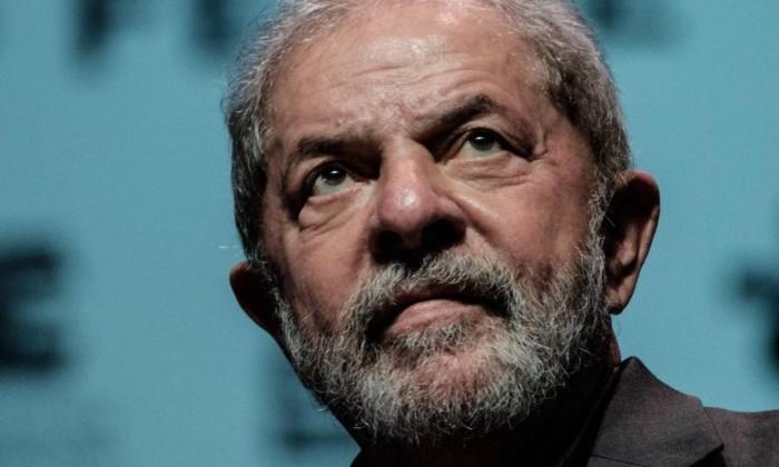 Justiça proíbe Lula de deixar o país
