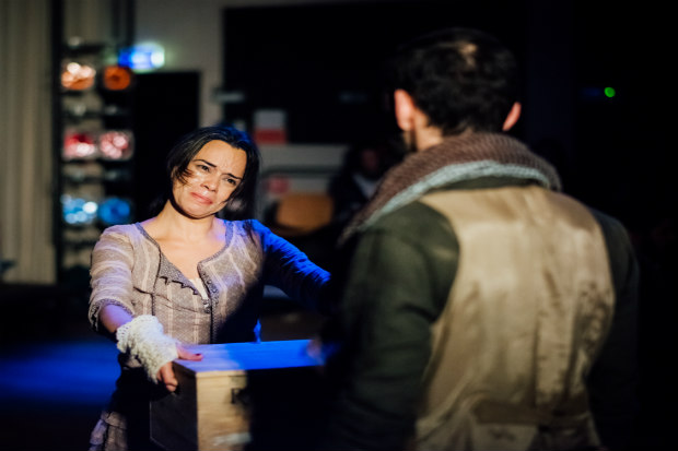 Peça fala sobre o que é estar vivo e sua dramaturgia foi criada a partir do trabalho de vários autores. Crédito: Sérgio Paciência/Divulgação