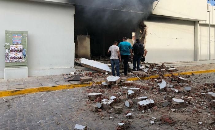 Após a explosão, o imóvel pegou fogo e ficou bastante danificado. Foto: Sindicato dos Bancários/ Divulgação