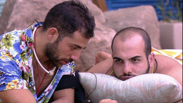 Confinados conversaram em árabe. Foto: Globo/Reprodução