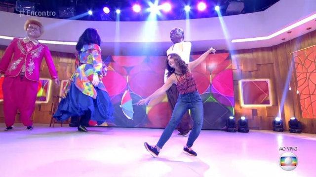 Fátima usou tênis para dançar. Foto: Globo/Reprodução