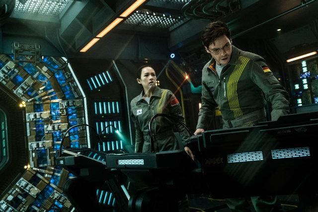 The cloverfield paradox: ficção científica dirigida por Julius Onah e estrelada por Daniel Brühl, o filme é o terceiro da franquia Cloverfield e retrata a experiência de um grupo de astronautas diante de um acelerador de partículas. Foto: Netflix/Divulgação