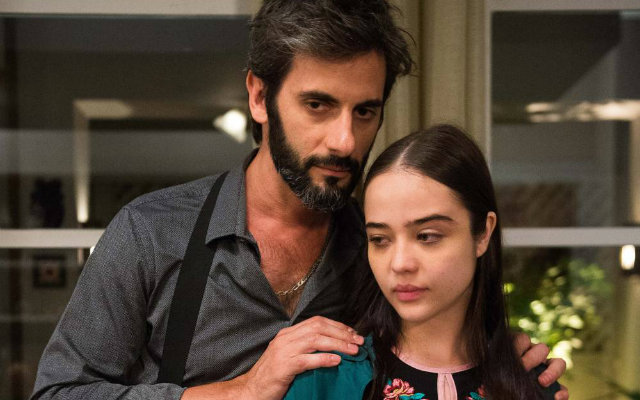 Na trama, Laura (Bella Piero) foi abusada sexualmente pelo padrasto Vinicius (Flavio Tolezani) durante a infância. Foto: Globo/Divulgação