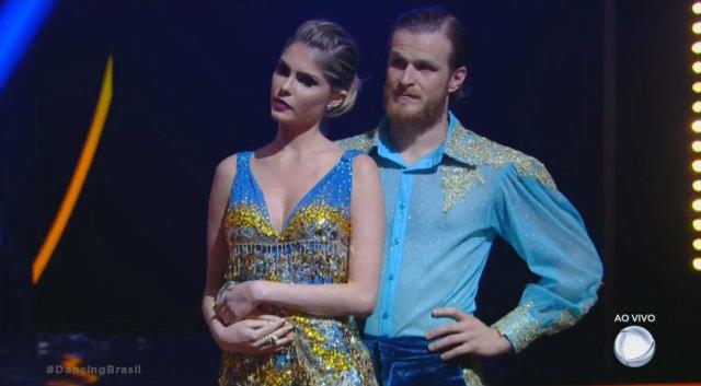 Atriz e modelo, dupla com o dançarino Tutu, acabou deixando a competição. Foto: Record/Reprodução