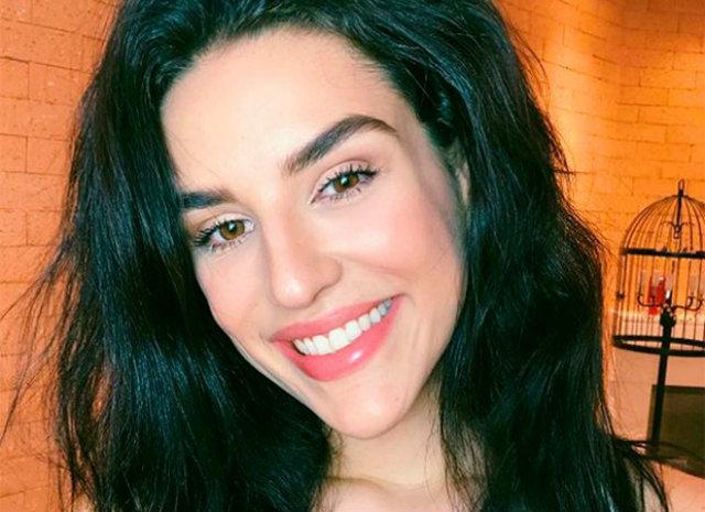 """""""Quero compartilhar com vocês aqui minhas primeiras vezes de cabelo natural"""", conta a influenciadora digital em seu perfil do Instagram. Foto: Reprodução/Instagram"""