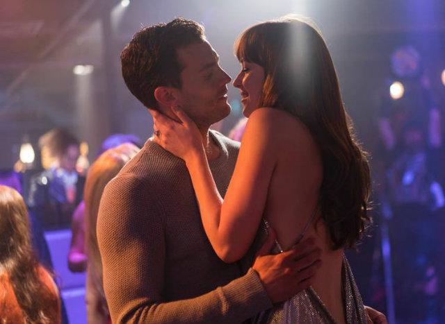 A história dos protagonistas Anastacia Steele e Christian Grey começou a ser contada em Cinquenta Tons de Cinza (2015). Foto: Universal Pictures/Divulgação