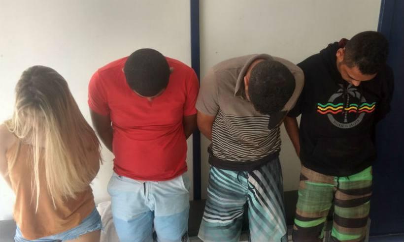 Quatro integrantes da quadrilhas foram encontrados em uma estrada vicinal. Foto: Divulgação/Policia Militar