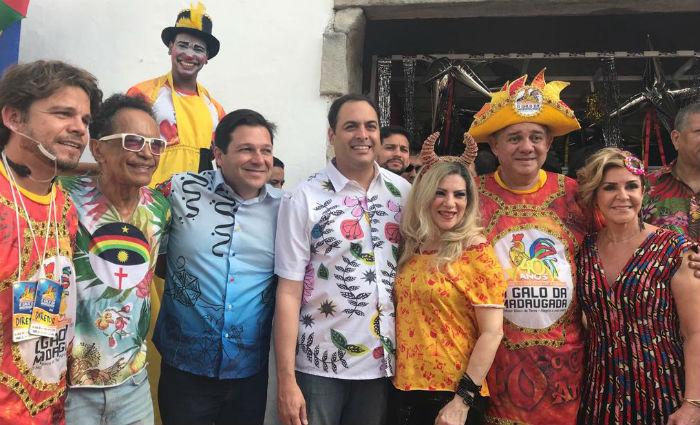 Governador, prefeito e homenageados no café da manhã do Galo. Foto: Marcionila Teixeira/ DP