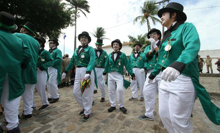 Grupo homenageia o Homem da Meia Noite no desfile do Galo. Foto: Paulo Paiva/ DP