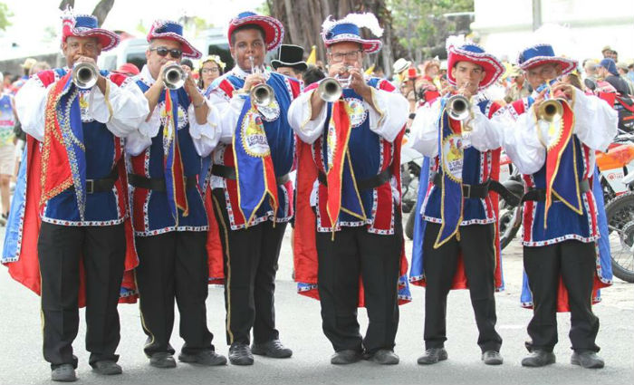Começa o desfile do Galo da Madrugada. Foto: Paulo Paiva/ DP